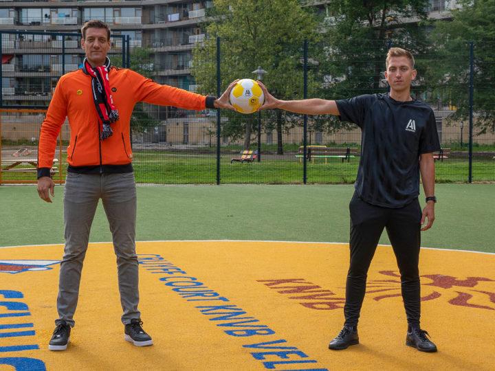 Aktiesport official supplier Johan Cruyff Foundation; Niels Meijer ontvangt eerste officiële Cruyff foundation bal